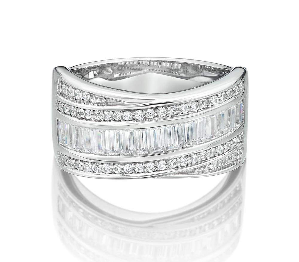 Baguette and Round Brilliant Overlay Ring in White Gold
