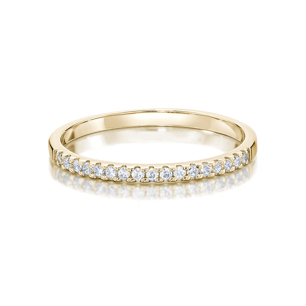 Round Brilliant Cut Wedding Band in Yellow Gold