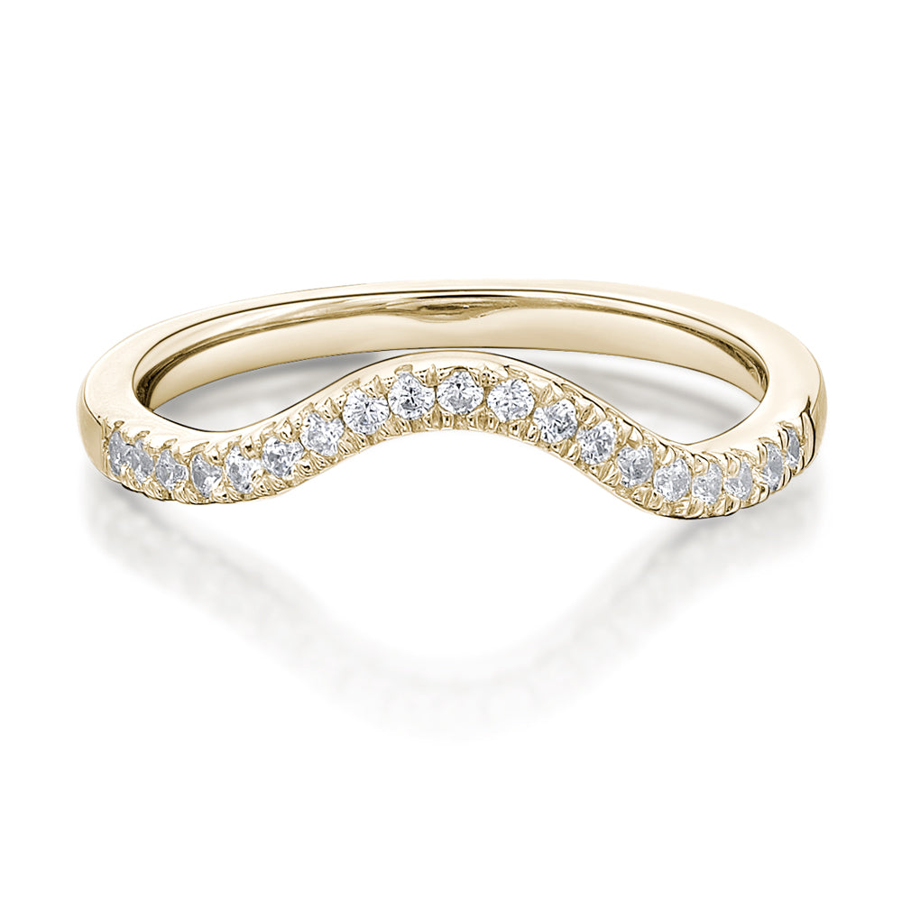 Round Brilliant Cut Curved Wedding Band in Yellow Gold