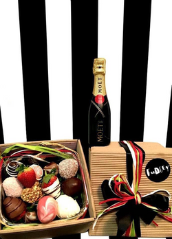 Fudgey Gourmet Chocolate Dipped Strawberry Gift Hamper & Piccolo MOËT