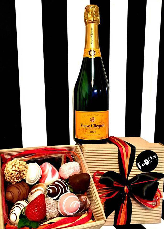 Fudgey Gourmet Chocolate Dipped Strawberry Gift Hamper & Veuve Clicquot Champagne