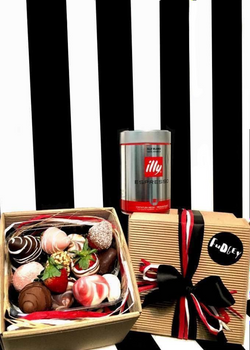 Fudgey Gourmet Chocolate Dipped Strawberry Gift Hamper & illy Coffee