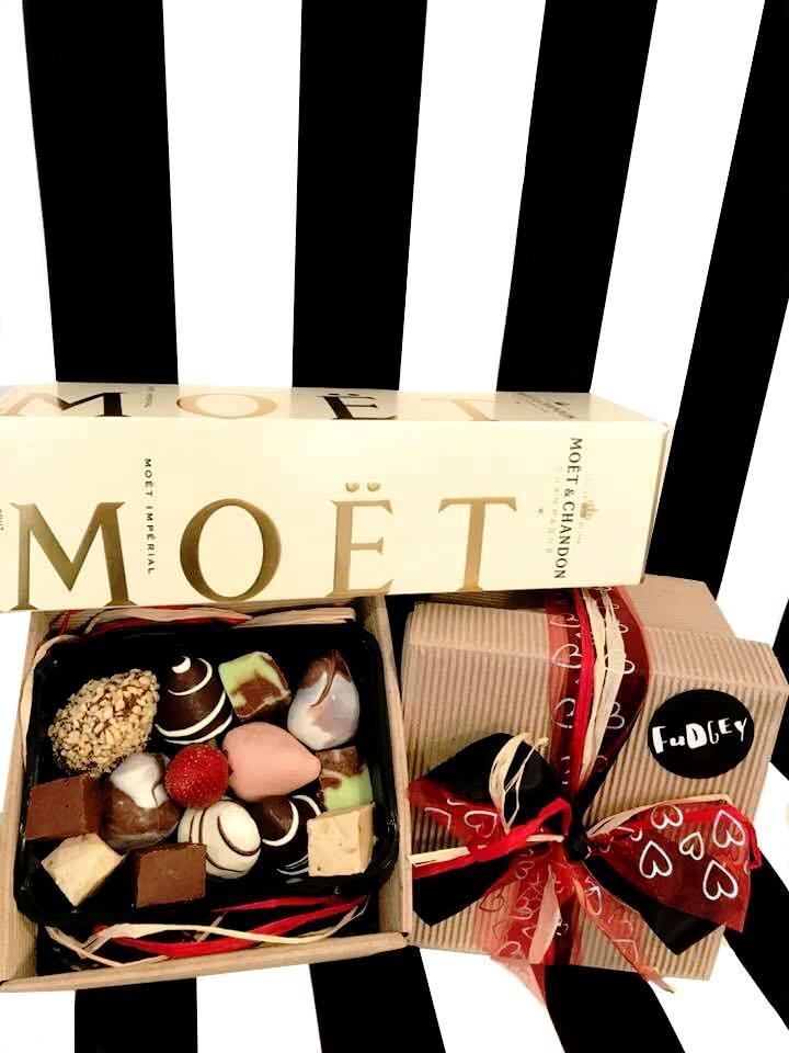 Fudgey Gourmet Chocolate Dipped Strawberry & Fudge Gift Hamper & MOËT Champagne