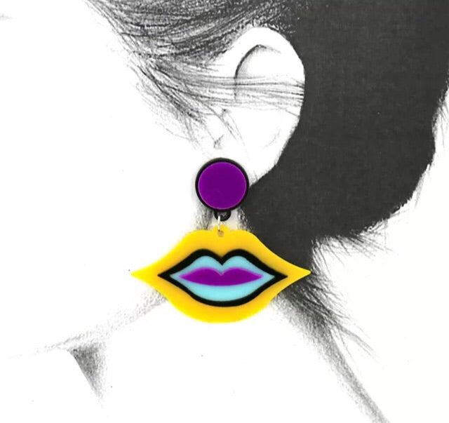 Comely designs coloured lips acrylics earrings
