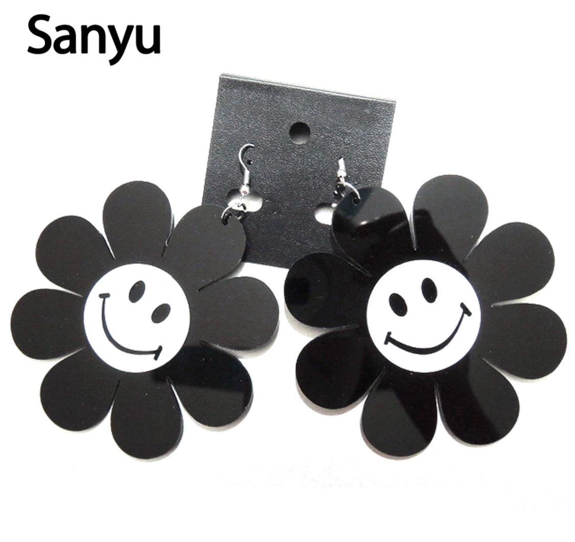 Flower power daisy earrings