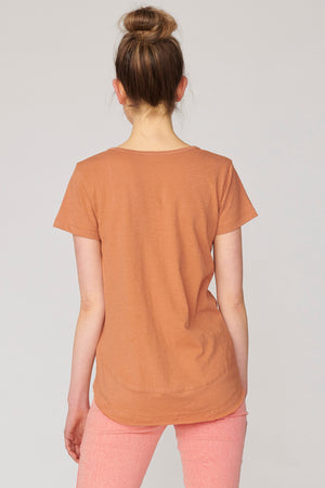 Lulu Organic Cotton Essentials - Melrose V Neck Tee Nutmeg