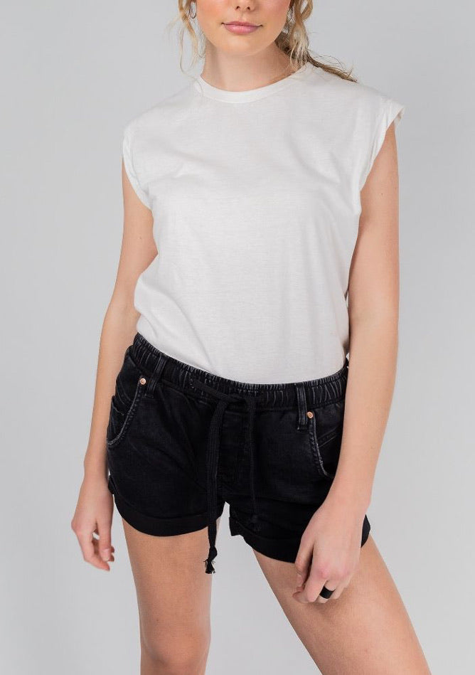 Dricoper - Active Denim Short in Black Sheep