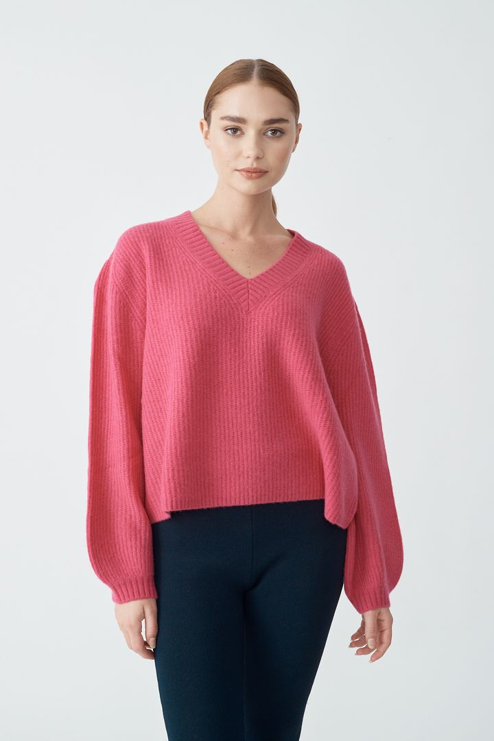 ALESSANDRA BETTY V-NECK SWEATER IN PINKY PINK