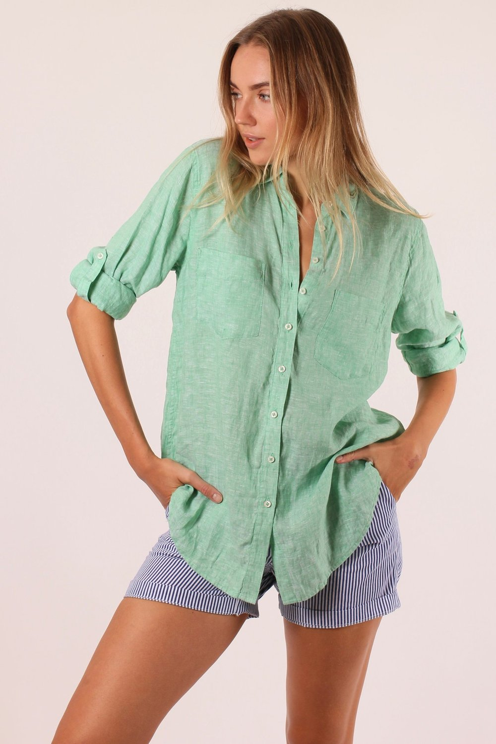 HUT KIWI BOYFRIEND CHAMBRAY SHIRT
