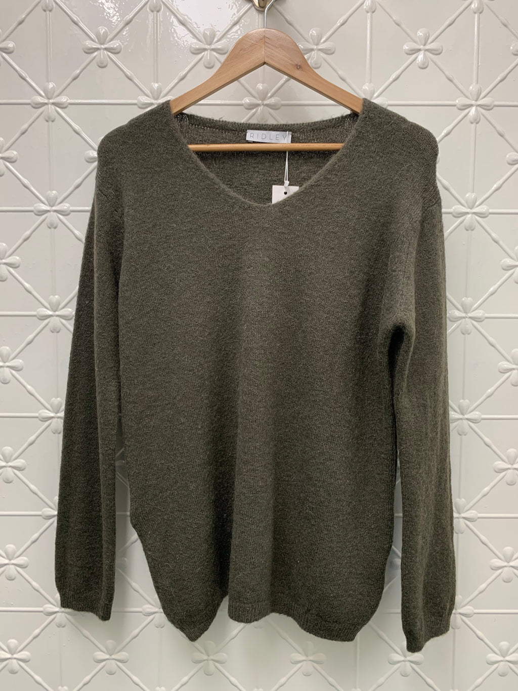 RIDLEY V NECK SWEATER(more colours)