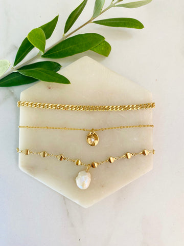 DIY layering necklace sets in gold, pearl, celestial star pendant and dainty curb chain,, popular 2021 jewelry trends