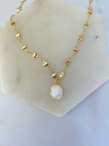 DIY bohemian and popular delicate layering necklace sets in gold, popular 2021 jewelry trends organic beach pearl sea jewelry