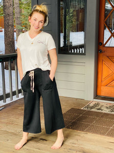 Cropped Lounge Pants with Pockets in Black