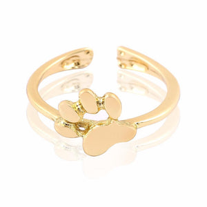 Available also in a gold tone, this cat paw ring features a detailed paw print and an adjustable band that allows you to wear it as a midi ring or a toe ring as well.