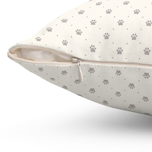 This decorative cat pillow features a zipper closure so you can easily wash it and keep it clean.