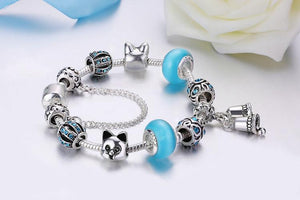 This cute cat bracelet features beautiful cat shaped beads, blue glass beads, and blue circonia encrusted beads.