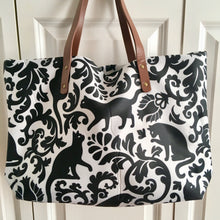 Load image into Gallery viewer, Cat Handbag for Women Decorated with Black Cats and Flowers