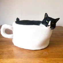 Load image into Gallery viewer, Cute Cat Beds, Handmade Coffee Mug Cat Bed with a Removable and Machine Washable Pillow Insert