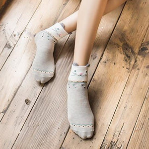 Cute Womens Cat Socks Decorated With a Gray Cat Face