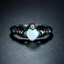 October Birthstone Darkness Ring, Opal, Black Gold Filled, Coração de Opal - Splendor Chic