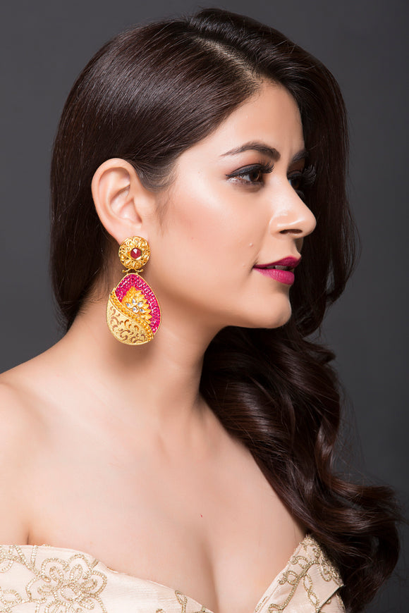 Fashion Earring With Pink & Golden American Diamonds With Kundan Detailing