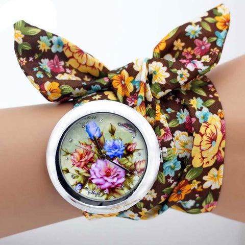 Vintage Quartz Wristwatch with Floral Fabric Strap