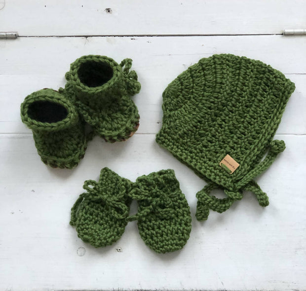Baby Bundle; Bonnet, mittens & booties