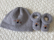 Newborn set - knitted booties & bonnet