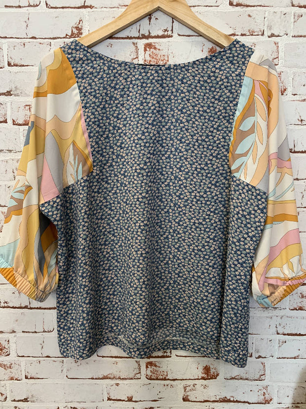gorgeous swirly and blue daisy rayon top - perfect for summer - elastic mid sleeves - small 8-10 -