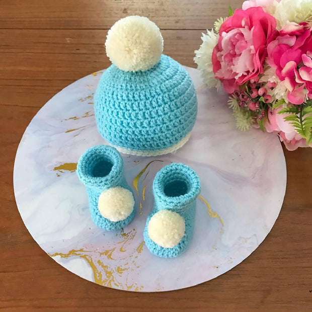 POM POM BEANIE & BOOTIES SET - NEWBORN