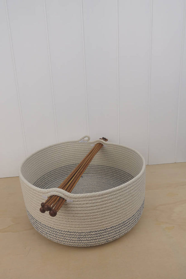 Knitting Bowl - Yarn storage with knitting needles carry handle