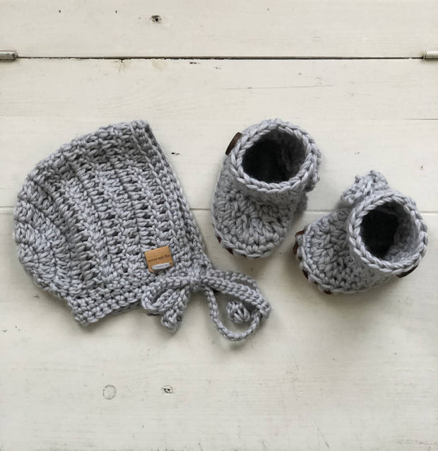 Baby Bonnet and Booties Set / Preemie Baby/NewbornBaby/ Baby/Gender Neutral