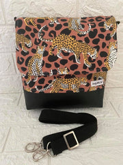 MEDIUM MESSENGER BAG - Leopard