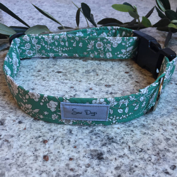 Dog Collar and Bow Tie Set Green Floral