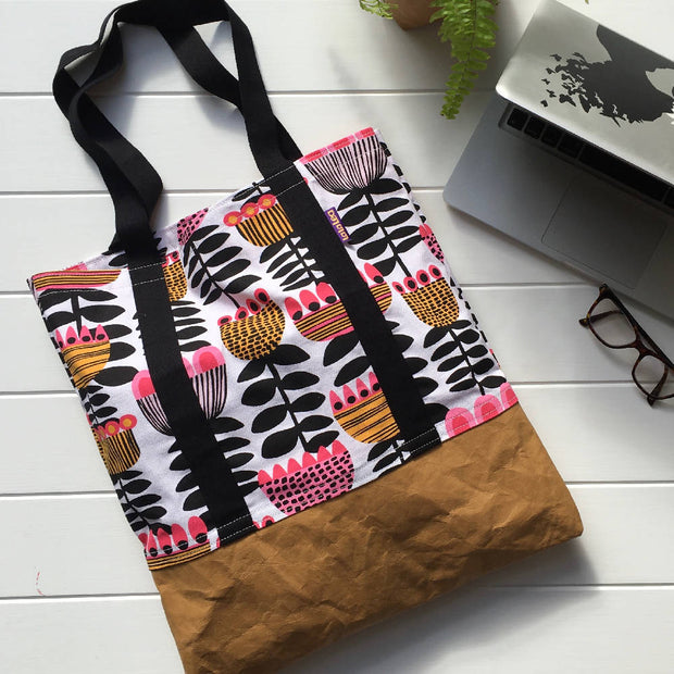Tote Bag - Tulip Time (lined with pockets)