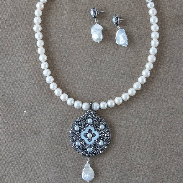 Freshwater Pearl necklace with Mother of Pearl & Pearl Pendant