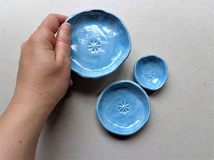 Set of 3 porcelain nesting prep bowls, turquoise or dark blue pinch pot salt pepper spice dishes
