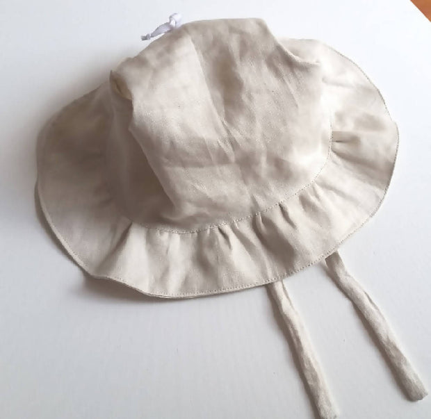 Adjustable Linen Bonnet with Ruffled Brim - Stone / Natural