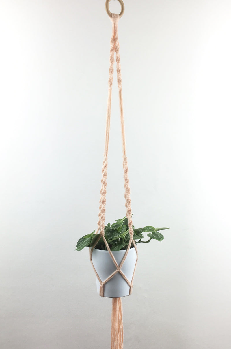 Roze macramé hanger medium