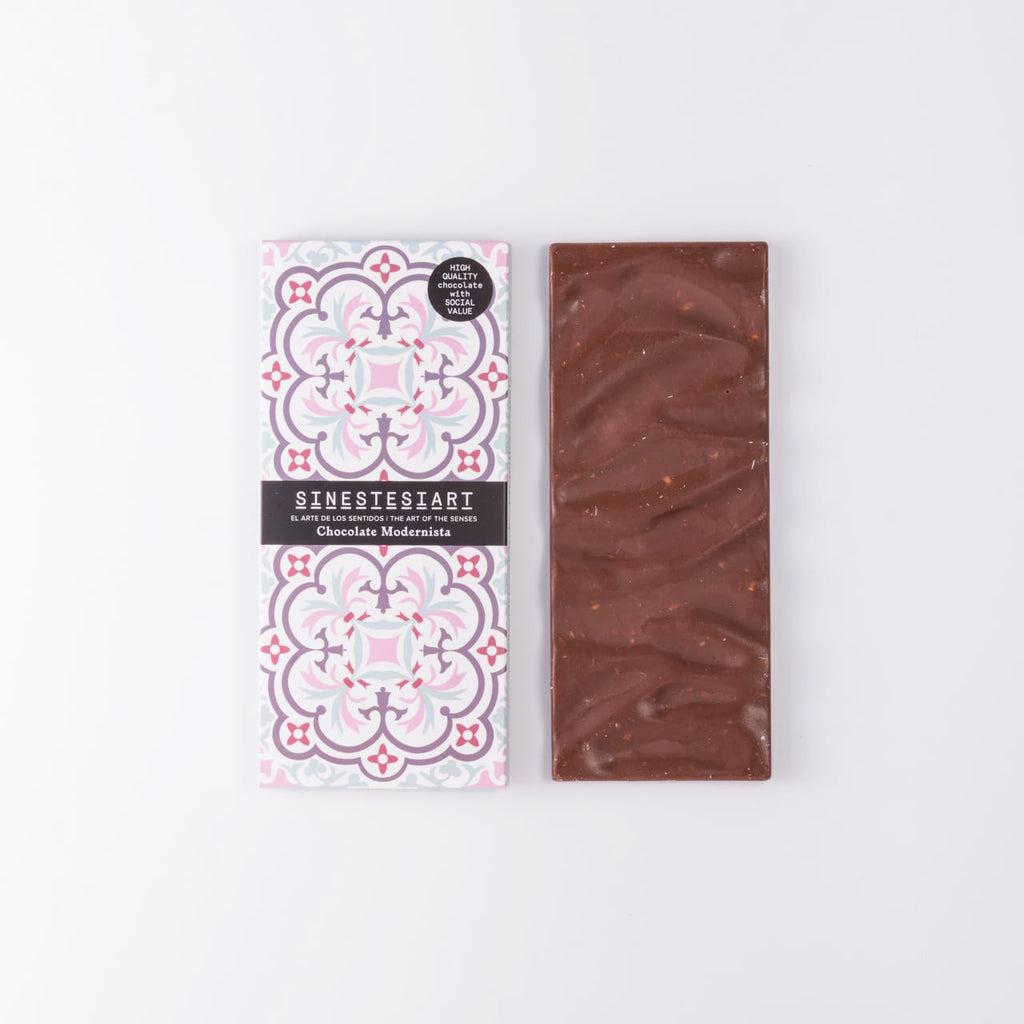 Modernist chocolade - milk chocolate with waffles and cinnamon