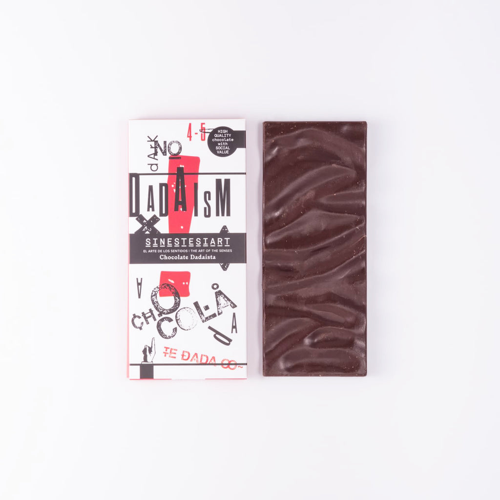 Dadaist chocolade - Black chocolate with red pepper and coffee