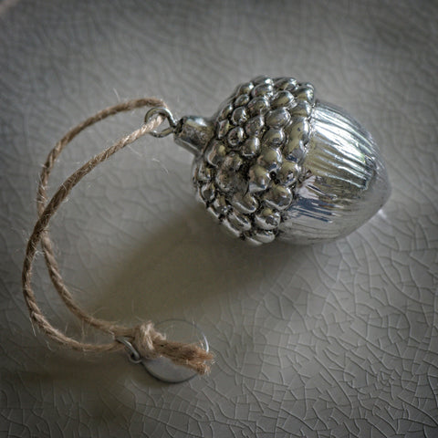 Silver antique-look acorn decoration