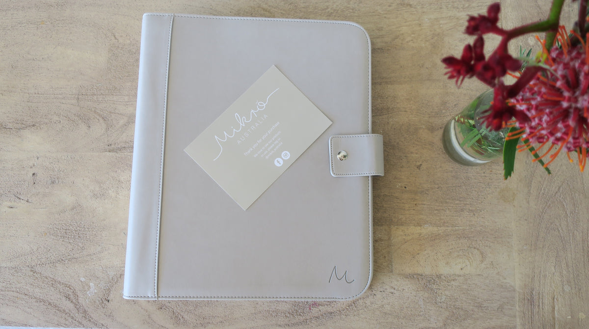 A journal that organises special moments, awards and more! If you are the queen of organisation this book is for you!