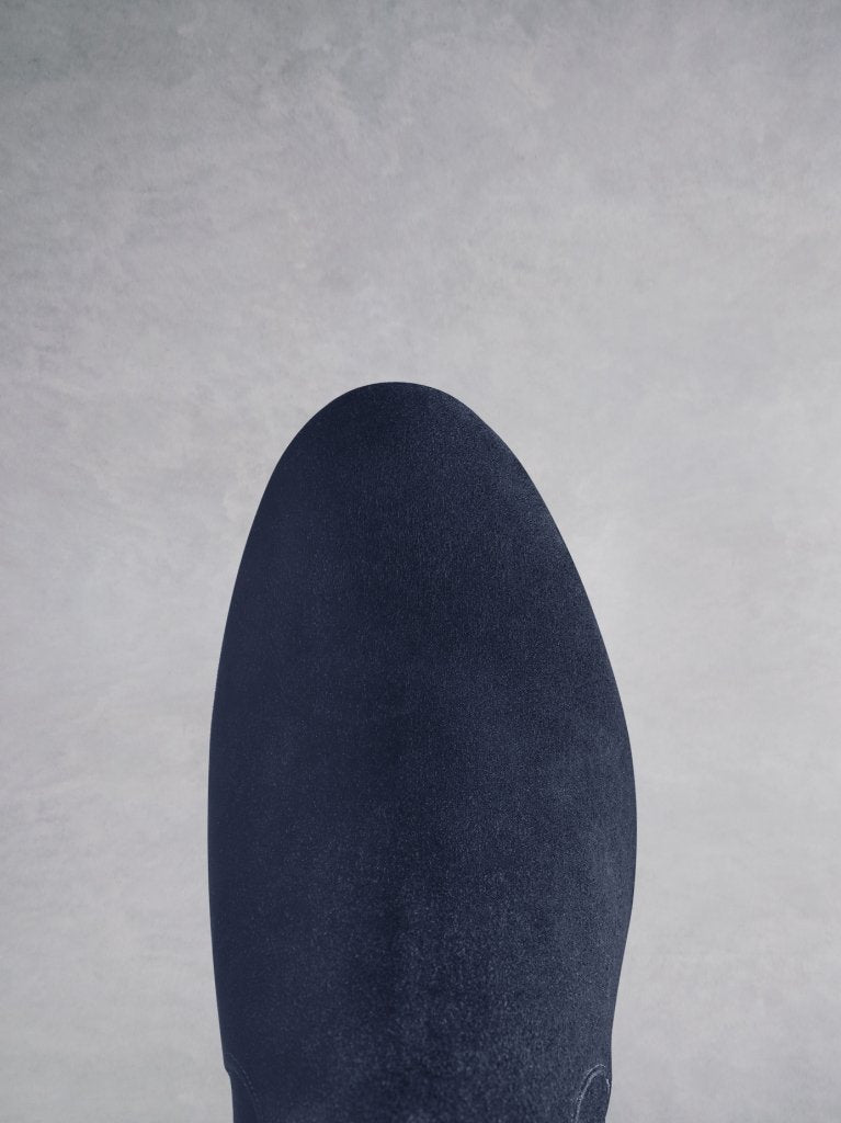 Avocet navy features an elegant and comfortable round toe shape.