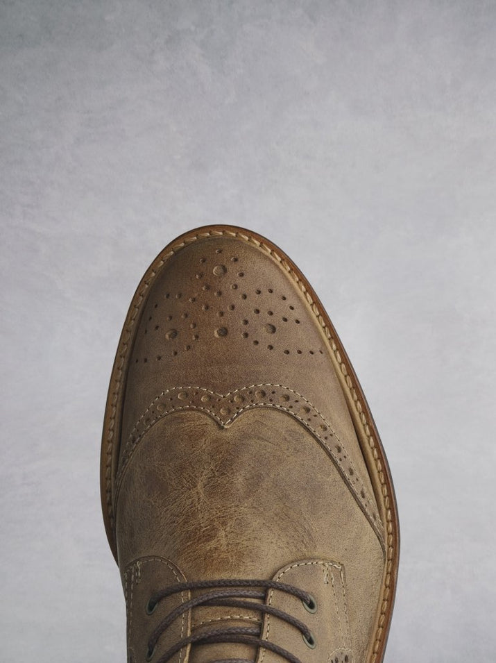 The Balla tan has beautiful brogue detailing over the round shaped toe.