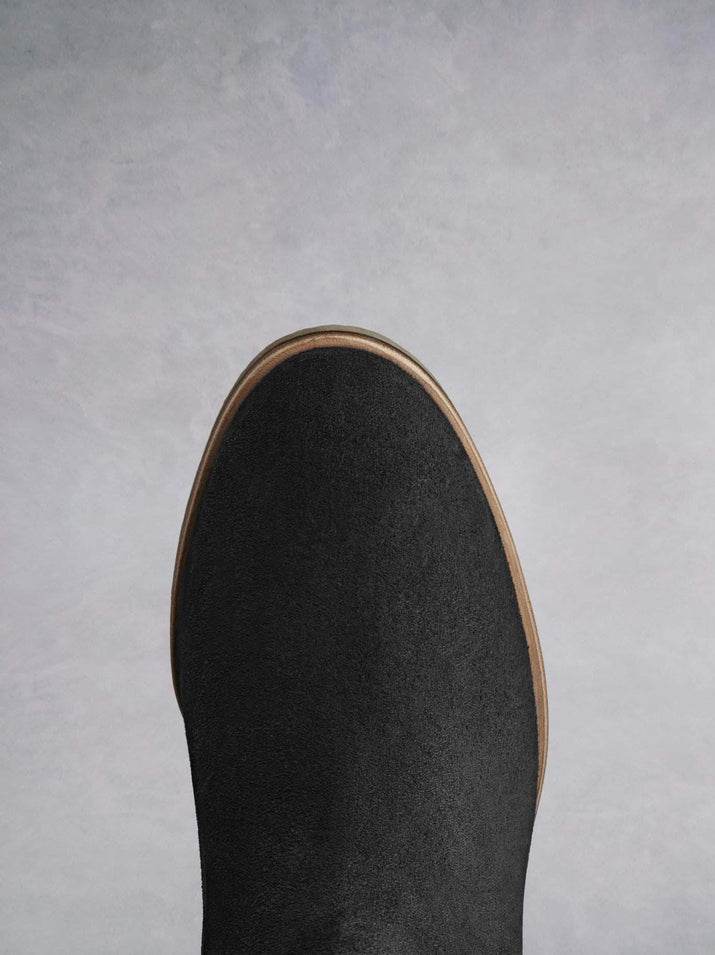 Darwin black has a comfortable round toe and a crepe look sole.