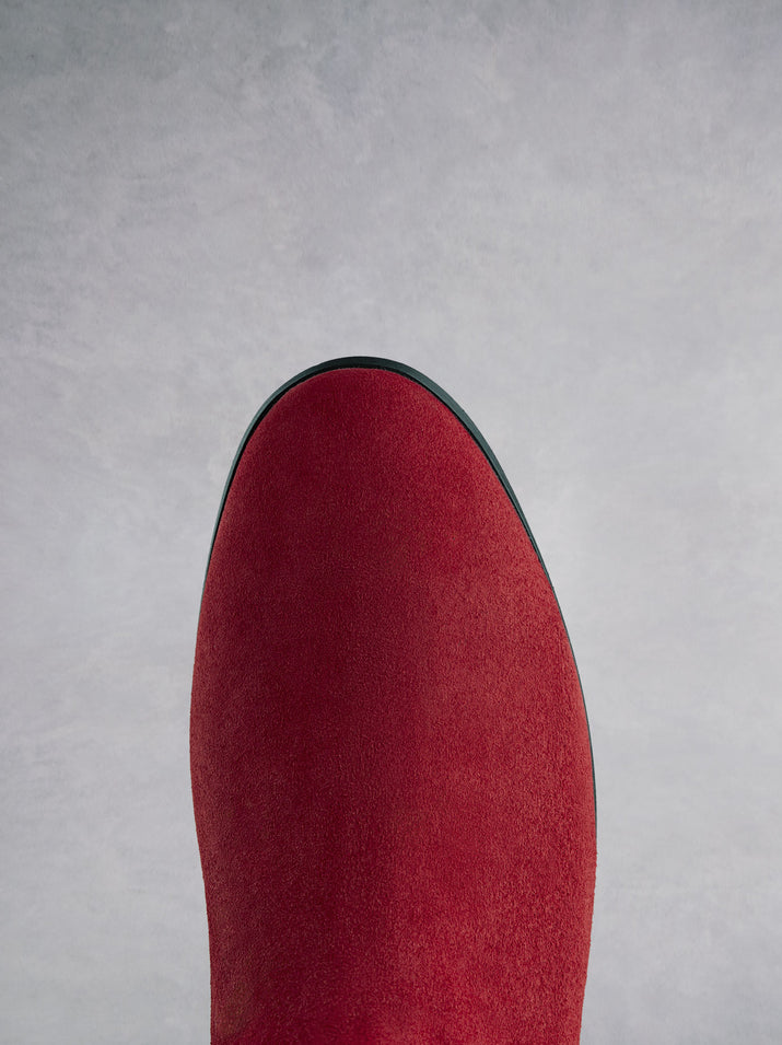 Featuring a red suede round toe that looks both elegant and classic.