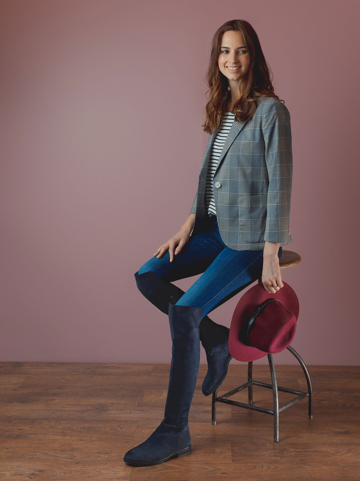 An easy to wear over the knee navy boot - effortlessly stylish.