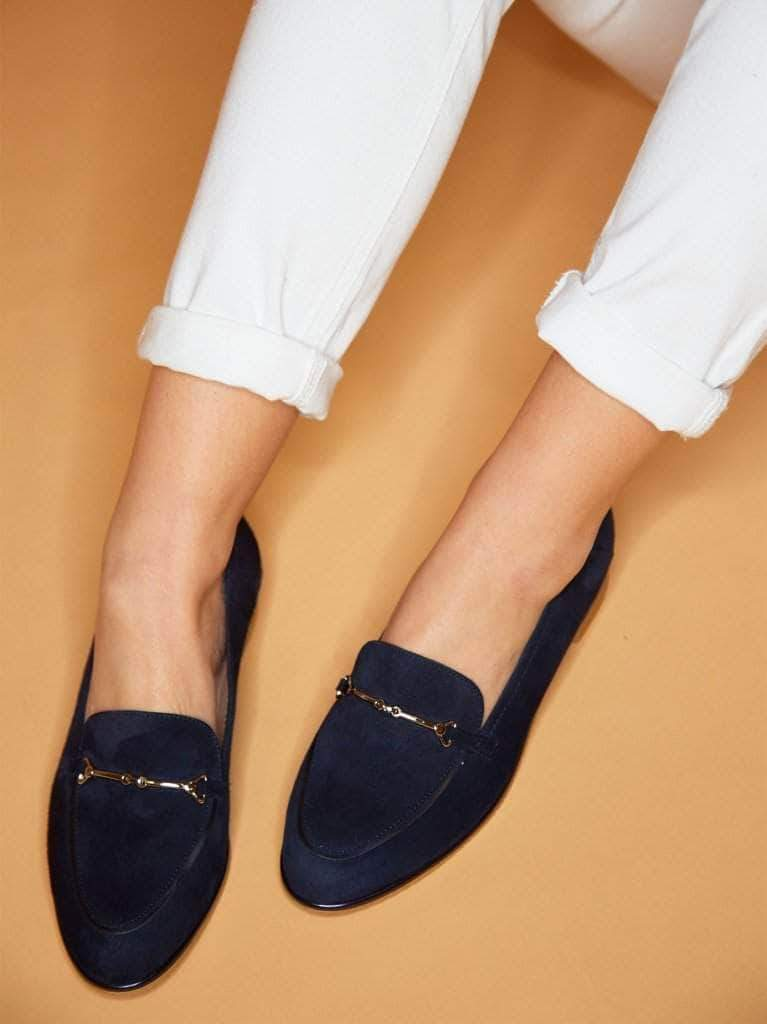 This navy pump has a sleek finish featuring silver bar detailing.