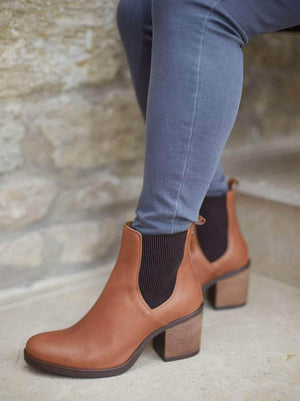 Isidor Tan Leather - High heeled Chelsea ankle boots with contrast elastic.